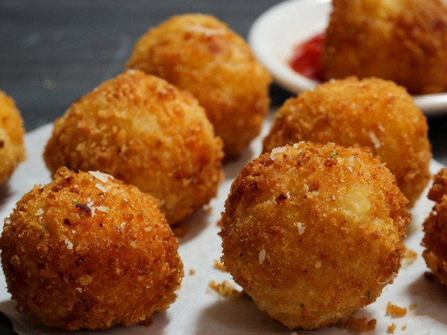How to make tiny croquettes — meatless meatballs — ample and flavorful