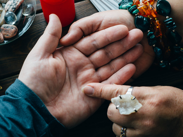 What you need to know about online palm reading