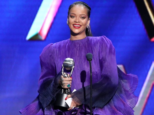 "Rihanna Gives a Galvanizing Speech at the Image Awards: ""Fix This World Together"""