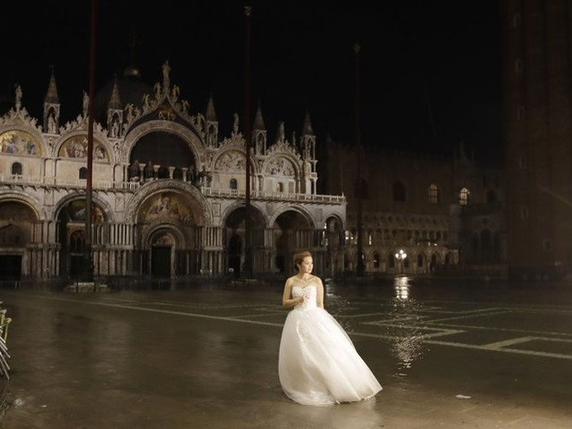 High tides surge through Venice, locals rush to protect art