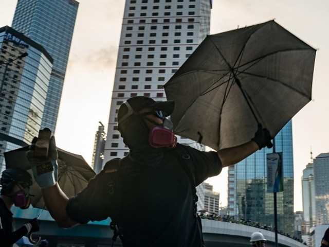 Hong Kong: Petrol bombs and water cannon used in clashes