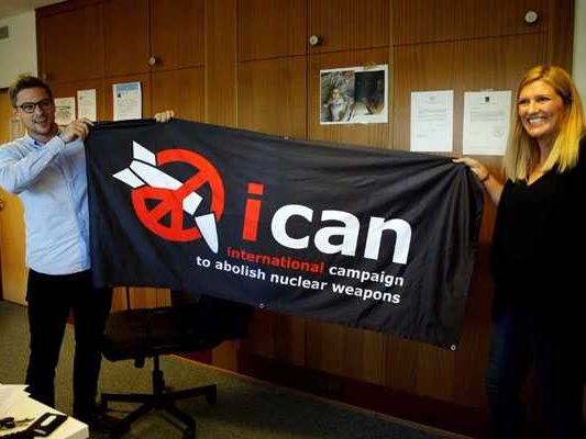 nuclear weapons advocate peace