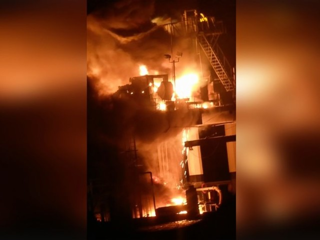Possible leak after oil rig explosion near New Orleans injures 7; 1 missing