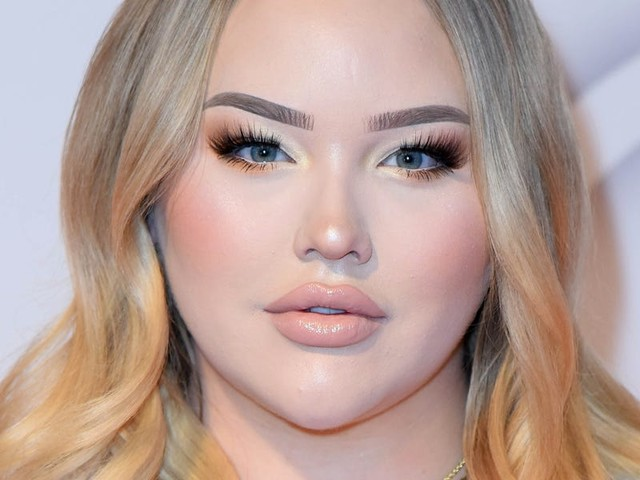 Beauty YouTuber NikkieTutorials says she was blackmailed before coming out as a transgender woman