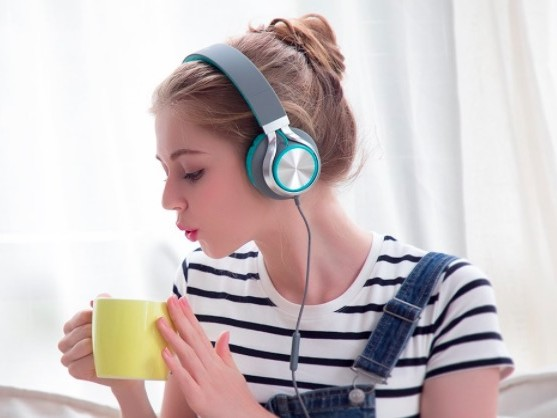 Amazon.com: Ailihen Foldable Headphones for just $13.99!