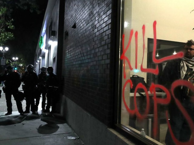 Federal Protective Services officer shot and killed, another critically wounded during Oakland riots