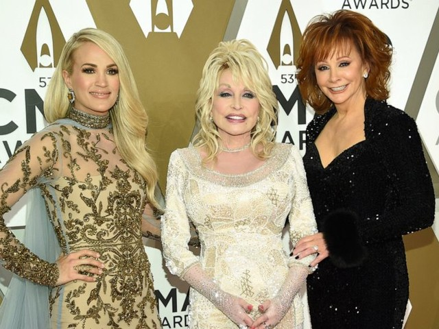 The Latest: Garth Brooks wins CMA's Entertainer of the Year