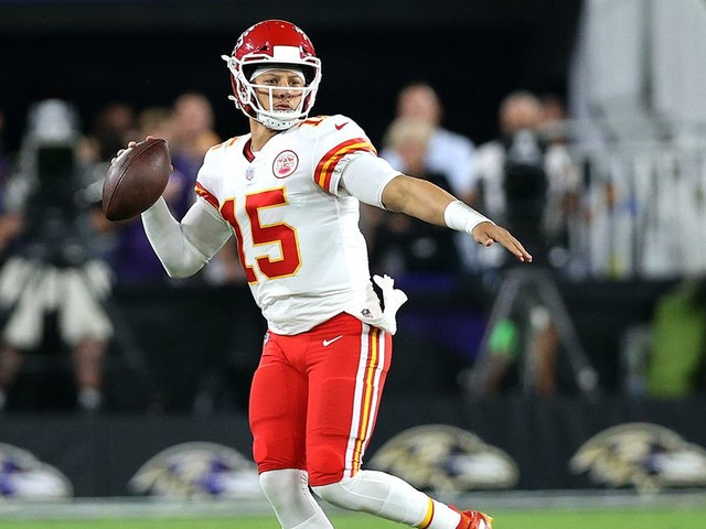Chiefs Doubts, Brady in L.A., Million-Dollar Picks, and Sox-Yanks With Peter Schrager and Bill's Dad