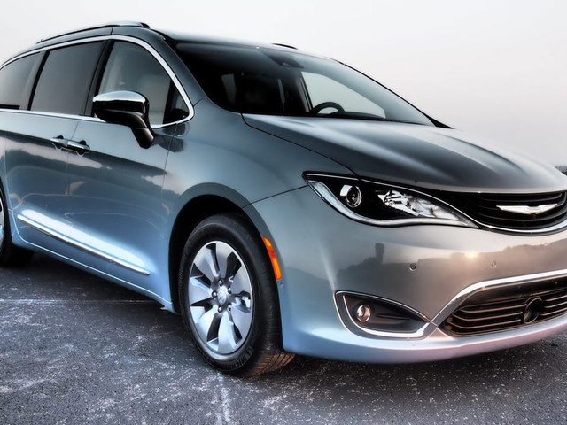 Chrysler Pacifica Hybrid - Driven
