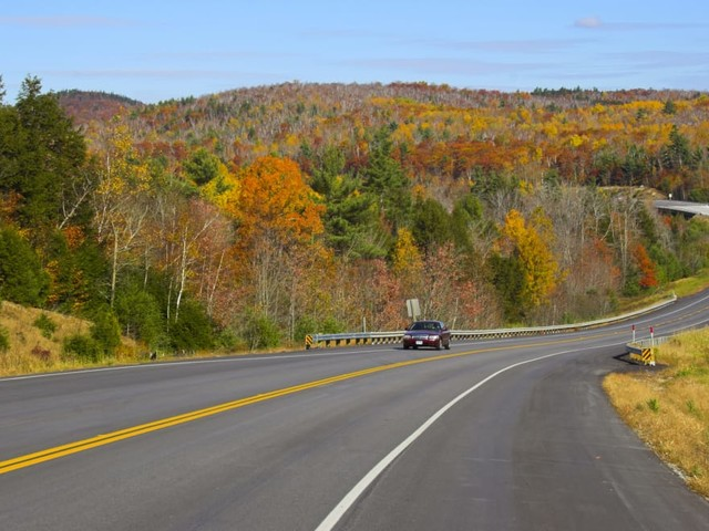 Autumn-mobile: Road-Trip Season Extends to Fall