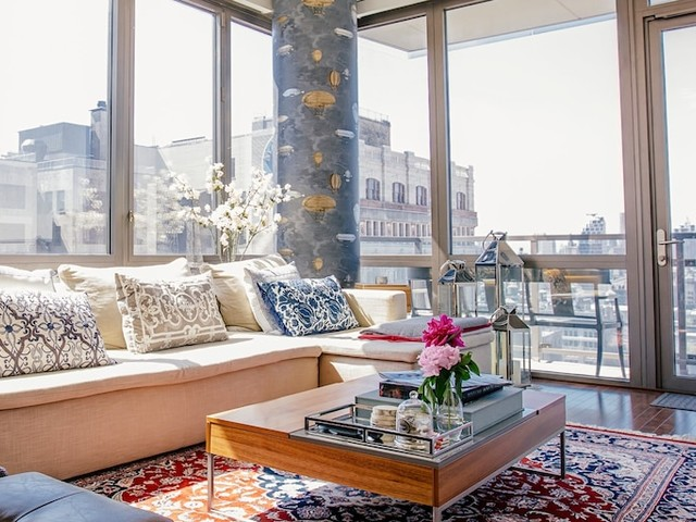Manhattan rents are nearing record highs after seeing their biggest spike of the year — and luxury tenants are to blame