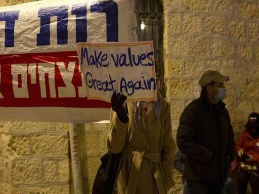 In cold weather, anti-Netanyahu protests continue in Israel