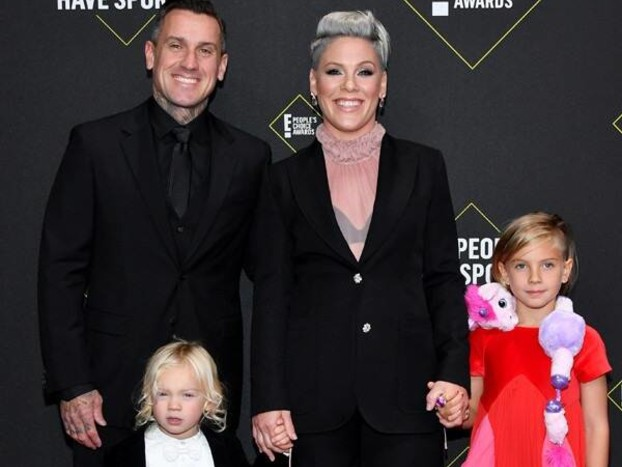 Watch Pink's Daughter Willow Adorably Crash Her 2019 People's Choice Awards Photoshoot