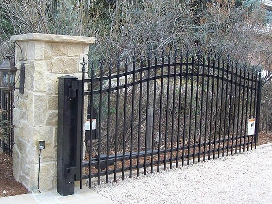 How to Decide on the Most Durable Fencing Materials for Your Home