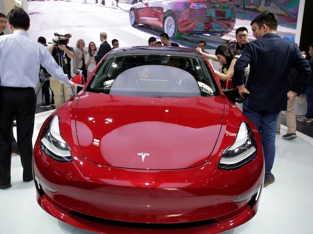 Tesla could shed more than 40% if it's overtaken as the leader in electronic vehicles, Credit Suisse says (TSLA)