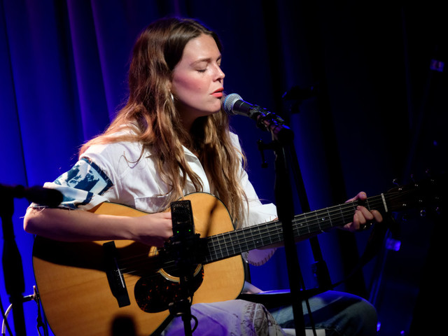 Singer Maggie Rogers calls out audience member who yelled 'take your top off' during concert
