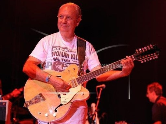 Hey, hey, it's Mike Nesmith minus the Monkees at Kent Stage