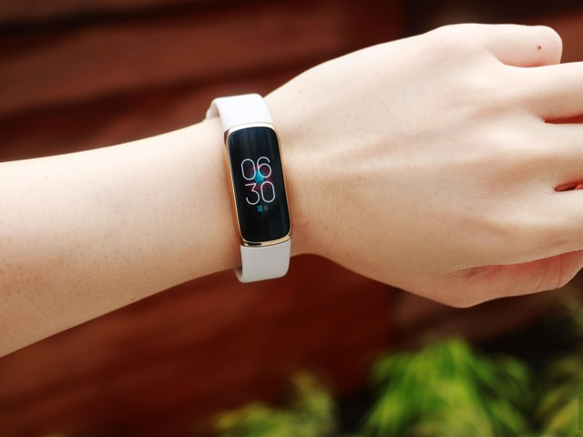 Fitbit Luxe review: A tiny tracker that's both easy and hard on the eyes