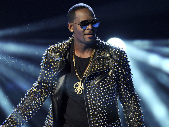 The Latest: Chicago police: R. Kelly under arrest