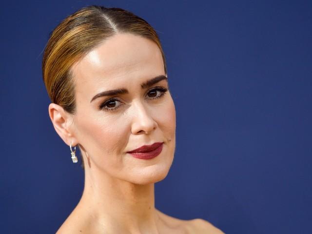 Sarah Paulson Wore A Custom Prada Cast To The Golden Globes