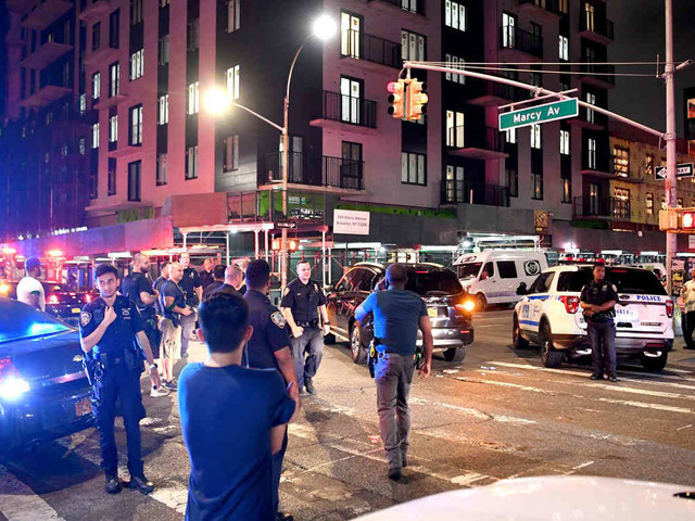 Locals, cops injured during weekend Bed-Stuy riots: NYPD