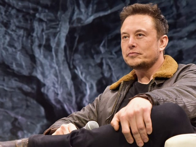 Sen. Richard Blumenthal says he's 'disappointed' Elon Musk is talking about a deadly crash involving a Tesla while it's under investigation