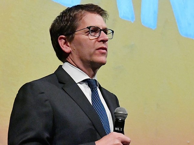 Amazon exec Jay Carney pens letter in support of $15 minimum wage increase