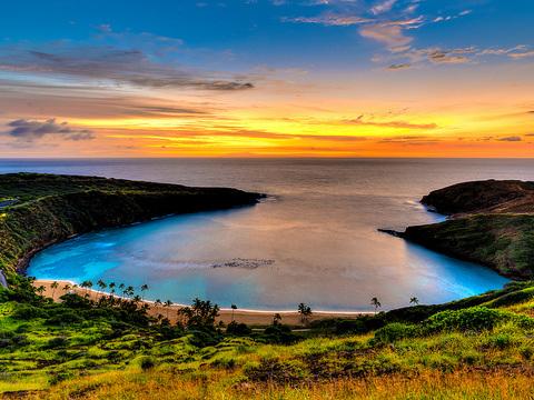 American / United – $545 (Regular Economy) / $485 (Basic Economy): Baltimore – Honolulu / Maui / Kona, Hawaii (and vice versa). Roundtrip, including all Taxes