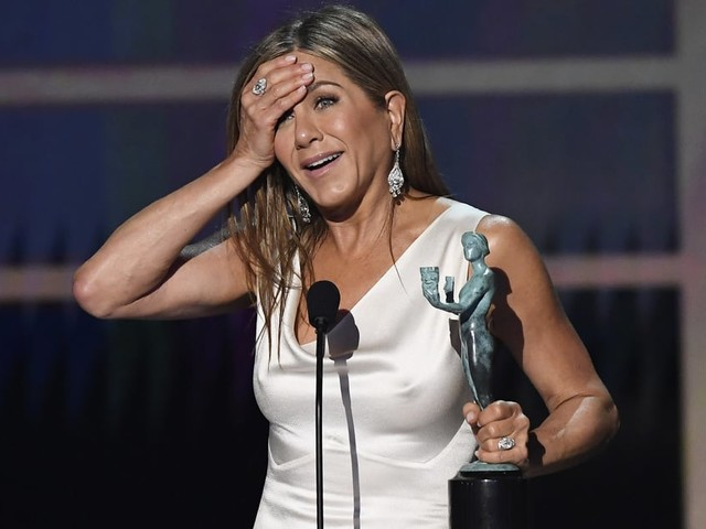 Jennifer Aniston Gets Adorably Emotional as She Takes Home First SAG Award in Over 2 Decades