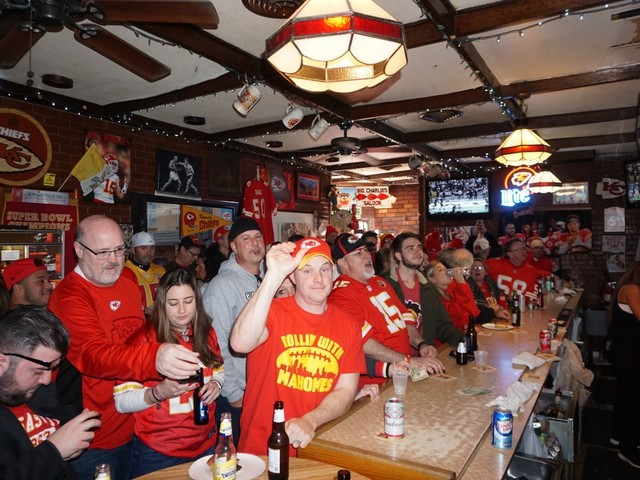 'Going to be insane': Chiefs fans at Big Charlie's in Philly, aka Arrowhead East, ready for Super Bowl