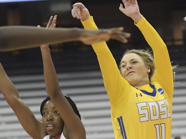 South Dakota State beats Syracuse 75-64, reaches Sweet 16