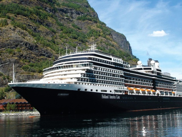 Alaska cruise for early-stage dementia travelers and their caregivers
