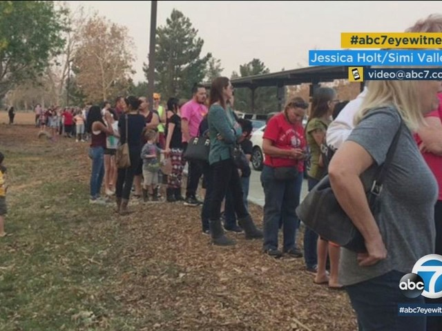 Thomas Fire: Simi Valley residents line up for free filter masks amid smoky conditions