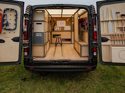 Woodworkers' mobile workshop is powered by recycled electric car batteries (Video)