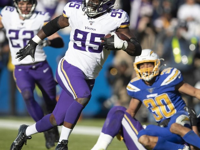 Vikings move closer to playoff berth by beating Chargers 39-10
