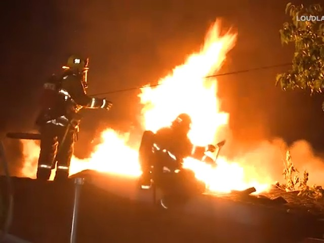 Firefighter falls off burning roof, climbs up ladder to continue battling blaze in Sun Valley house fire
