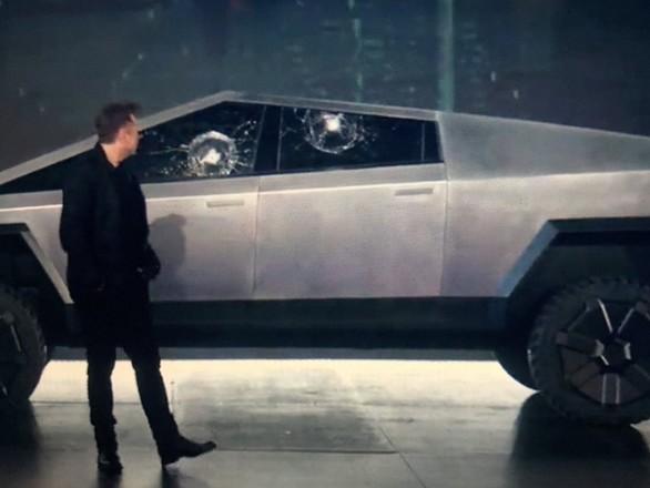 Elon Musk accidentally breaks Tesla truck's 'unbreakable' glass
