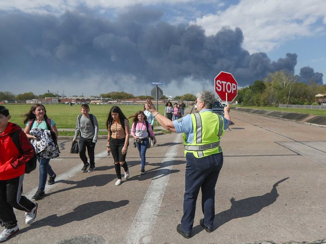 Several school districts to reopen Monday after Deer Park fire