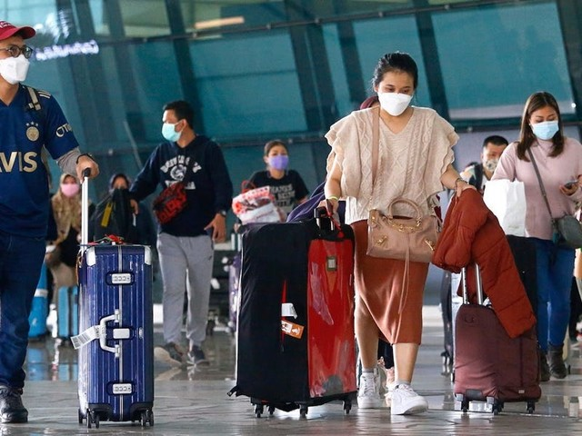 India's richest people are fleeing on private jets as the country hits almost 350,000 COVID-19 infections in another daily global record