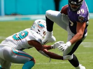 Dolphins DB Fitzpatrick requests trade but will play Sunday