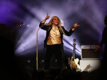 Kesha spreads the love at Lakewood concert (photos)