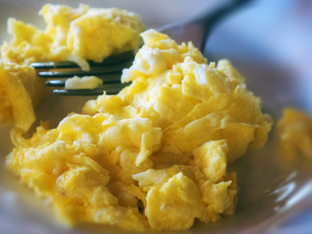 This kitchen gadget helps you make awesome scrambled eggs