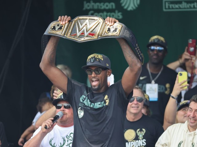 Top NBA Offseason Stories and Rumors, Plus NBA Champion Bobby Portis