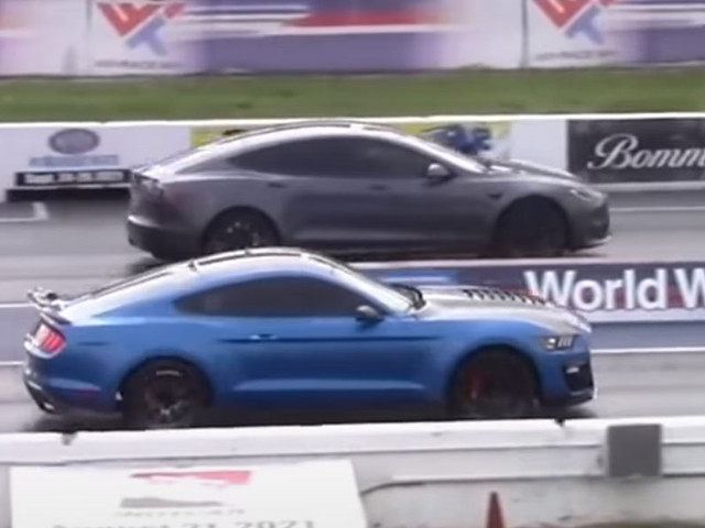 1,100 HP Ford Mustang Shelby GT500 Shows Tesla Model S Plaid It's Not Invincible