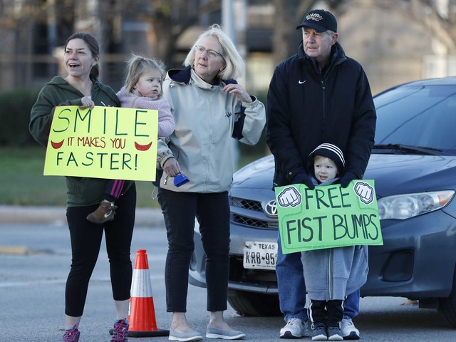 Marathon fans do their part with funny, inspirational signs