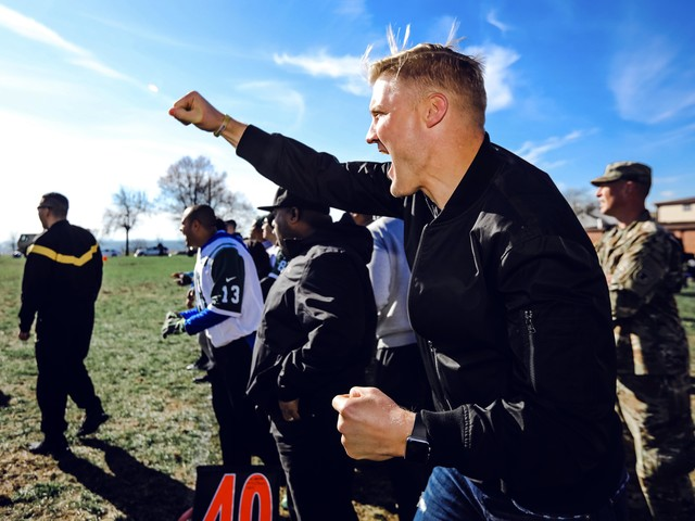 Jets' McCown, Davis coach military squads in flag football