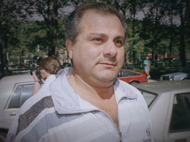WATCH: Officials search for person who gunned down New York mob boss