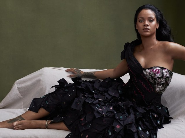 """Rihanna Confirms She Turned Down the Super Bowl Halftime Show: """"I Couldn't Dare Do That"""""""