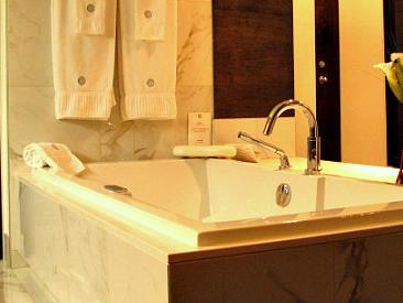 Oct 27, Missouri Jacuzzi Suites - Excellent Romantic Vacations