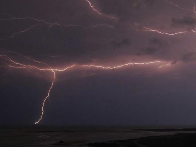 Video: UAE issues weather alert for Sunday amid heavy rain, hail